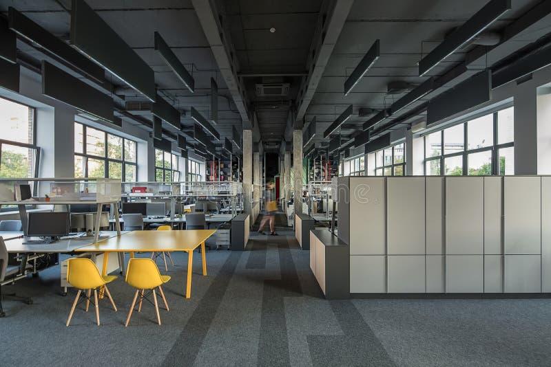 Офис в стиле просторной квартиры стоковое изображение