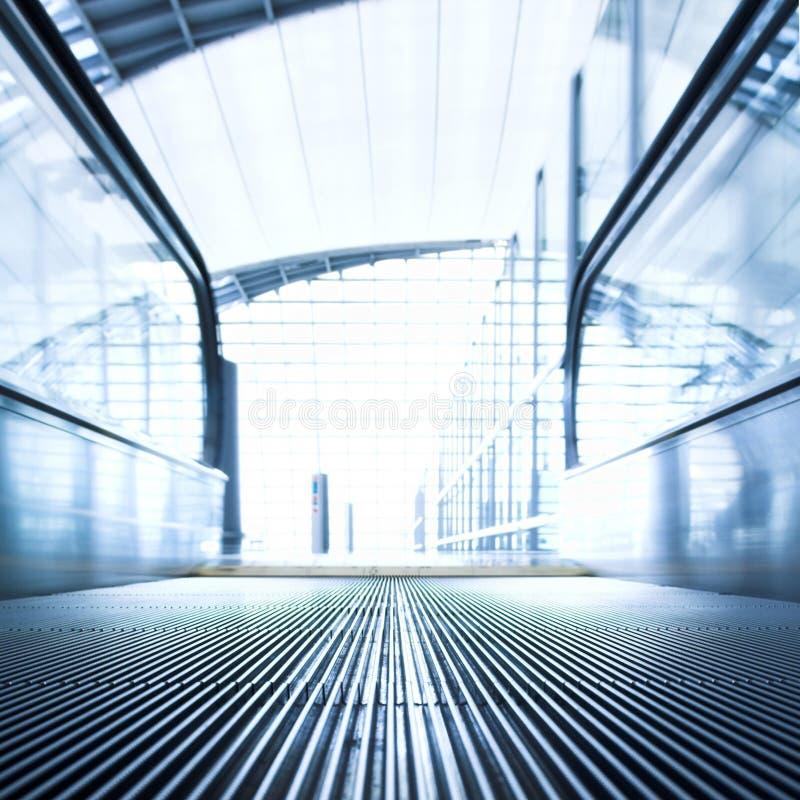 Download офис залы эскалатора Moving Стоковое Фото - изображение насчитывающей челки, авиапорты: 6851166