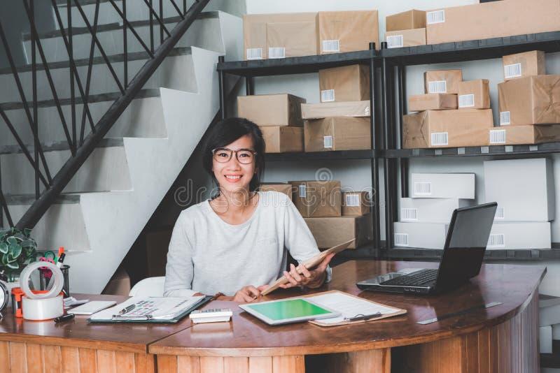 Офис обслуживания поставки пакета стоковая фотография