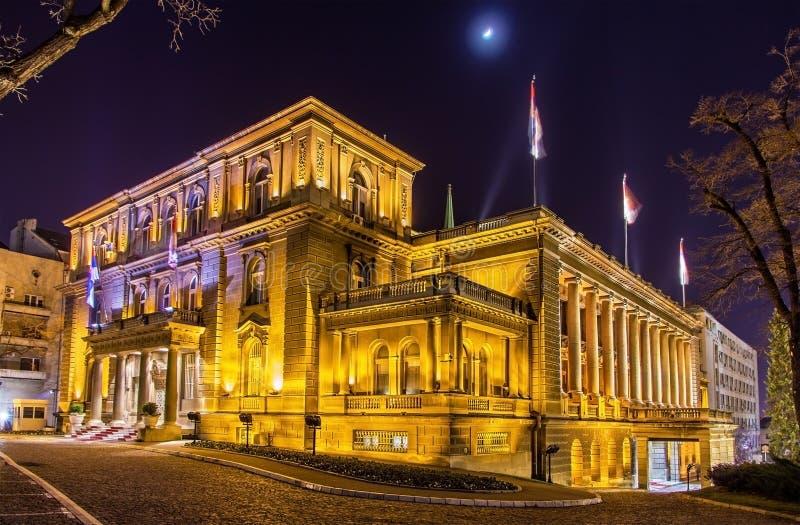 Офис президента Сербии на ноче стоковая фотография rf