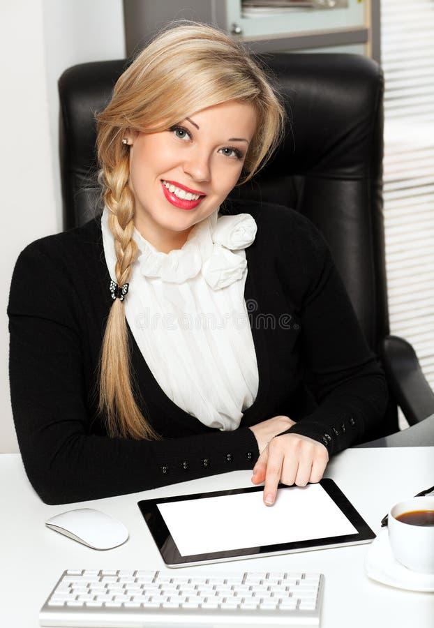 офис ipad коммерсантки стоковое изображение