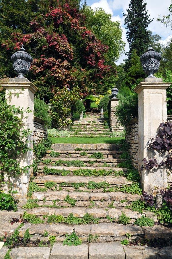 официально сад шагает камень стоковые фото