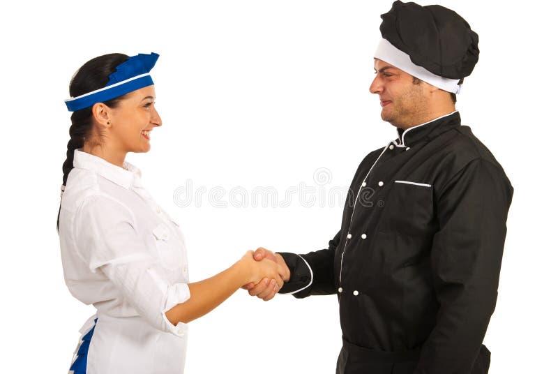 Официантка встречи человека шеф-повара стоковое изображение