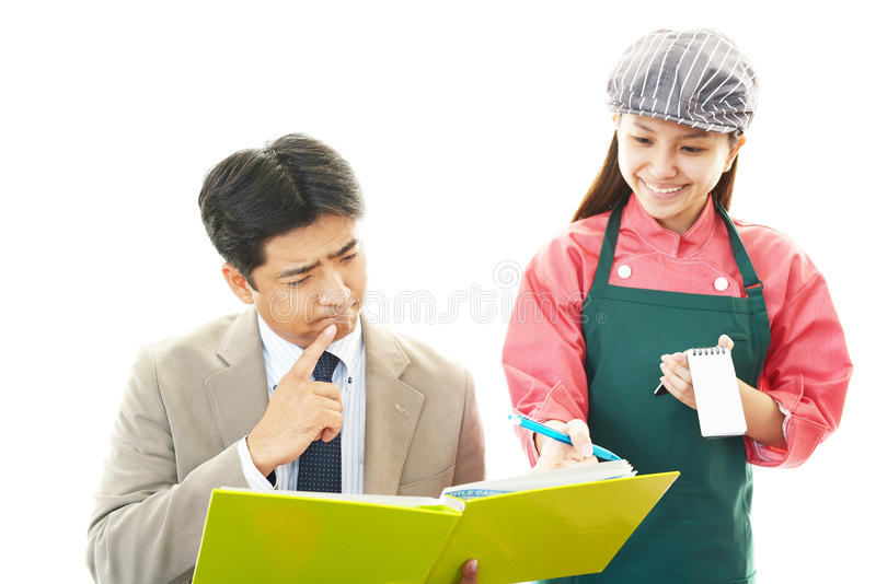 Официантка и клиент стоковые фото