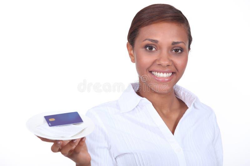 Официантка с счетом стоковые фотографии rf