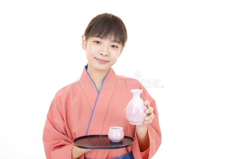 Официантка японского ресторана стоковые фотографии rf