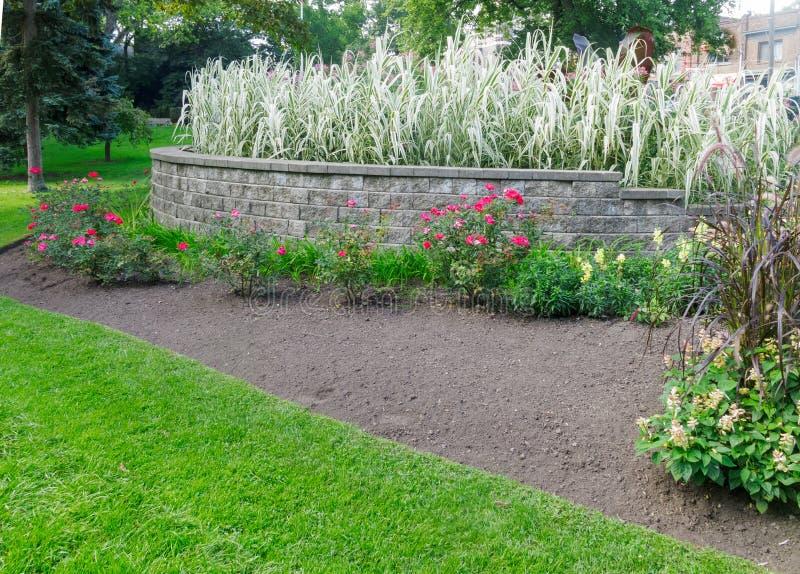 Download Официально сад стоковое изображение. изображение насчитывающей landscaper - 33732997