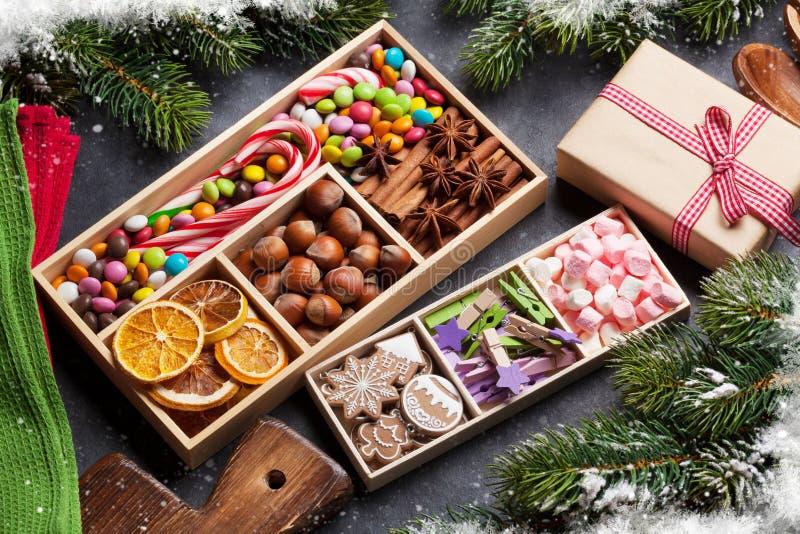 Оформление еды рождества и варя утвари стоковые изображения