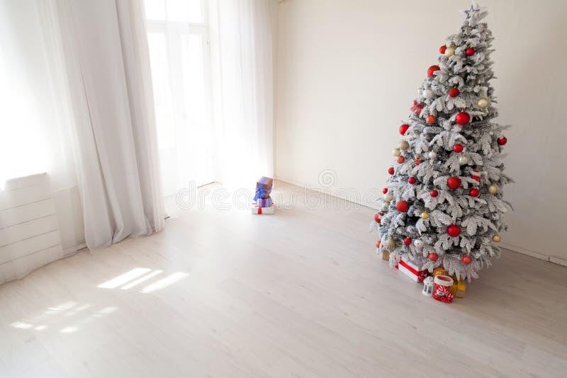 Оформление подарков рождественской елки праздников рождества зимы Нового Года стоковая фотография rf