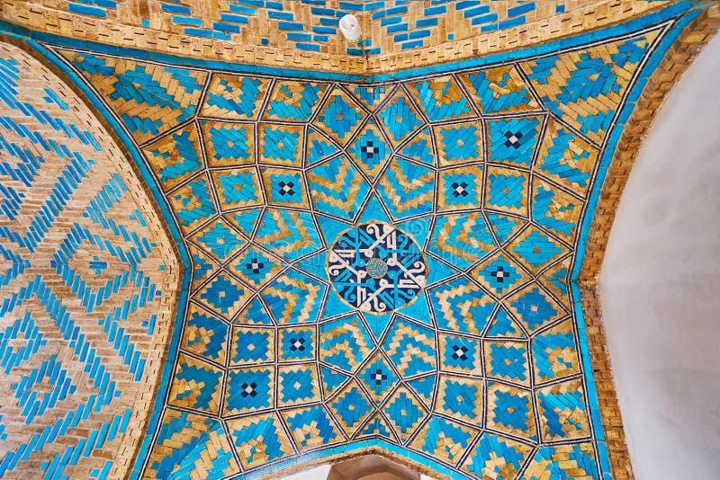 Оформление потолка в мечети Jameh, Yazd, Иране стоковая фотография rf