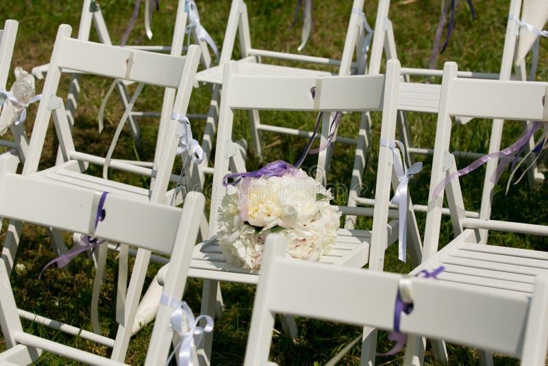 Оформление междурядья свадьбы стоковые фото