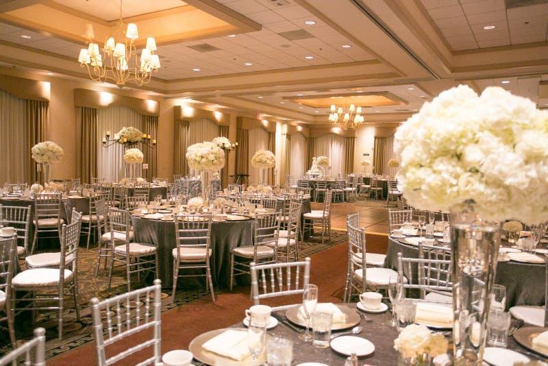 Оформление таблицы свадьбы стоковые изображения rf
