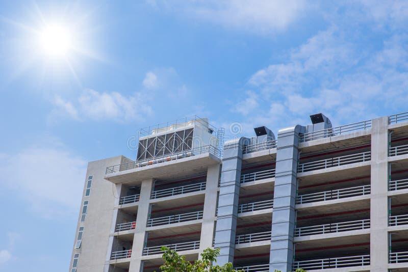 Охладители воздуха HVAC на блоках крыши кондиционера воздуха стоковая фотография