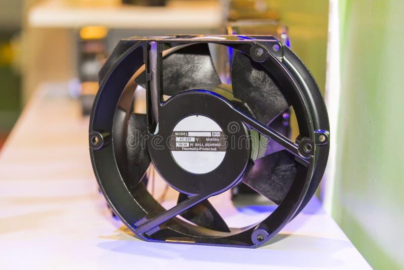 Охлаждающий вентилятор нового черного цвета электрический сделанный из алюминиевого сплава и пластмассы для компьютера или промыш стоковые фото