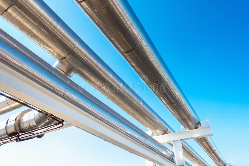 Охлаждая трубопровод охладителя или пара и изоляция производства в нефти и газ промышленной, петрохимической трубе распределения  стоковое фото rf