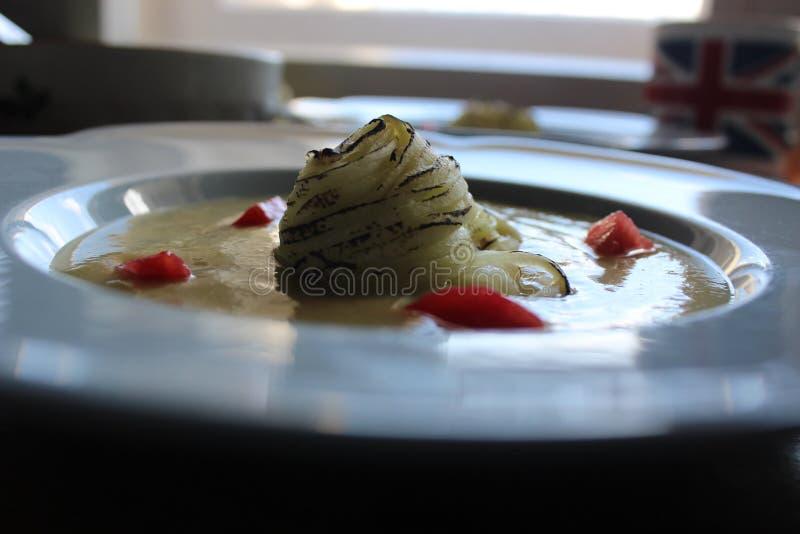 Охлаженный суп courgette стоковые фото