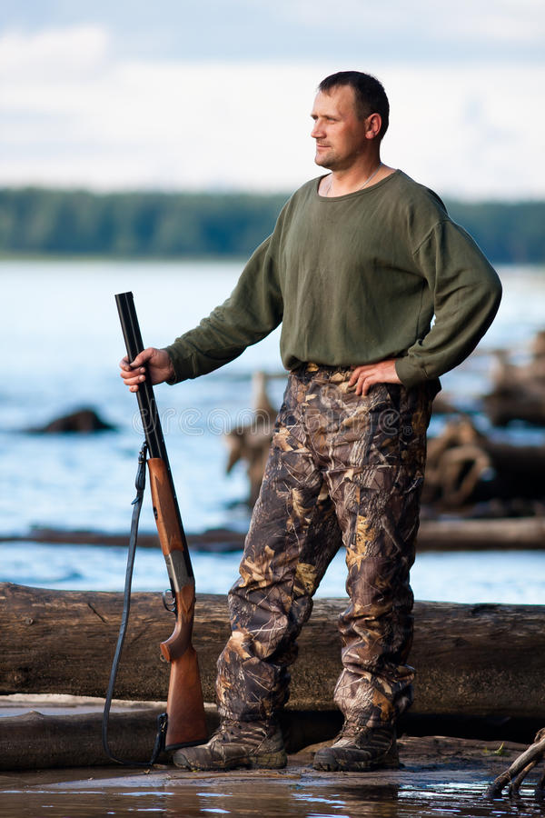 Охотник на реке стоковые изображения rf