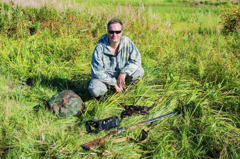 Охотник с добычей стоковая фотография