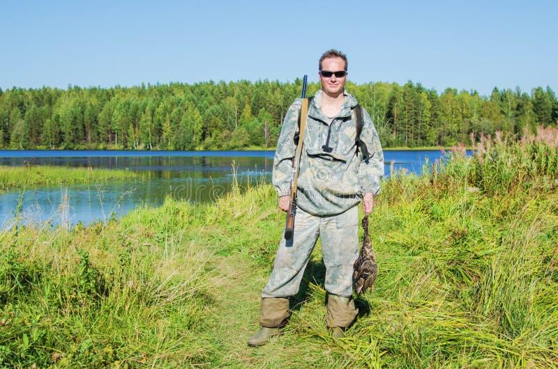 Охотник с добычей стоковое фото