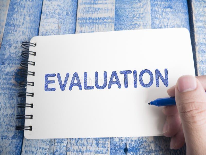 Оценка, проверка дела контролируя мотивационные цитаты слов стоковое изображение