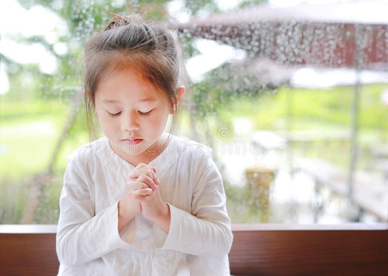 brunette-mature-asian-girls-praying