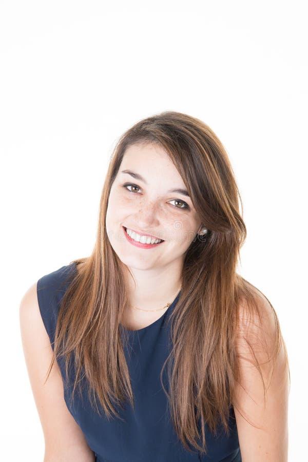 Очаровательная молодая вскользь женщина смотря счастливый на белой предпосылке стоковое фото
