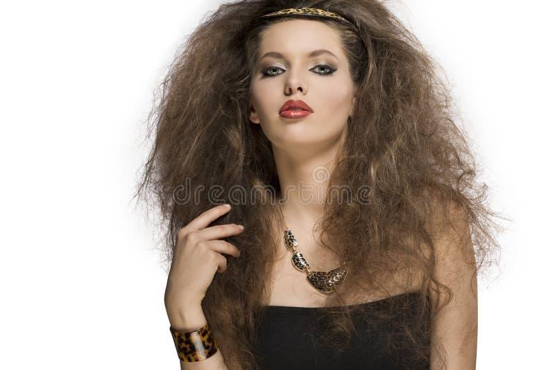 Очаровательная девушка с одичалым стилем стоковые фото