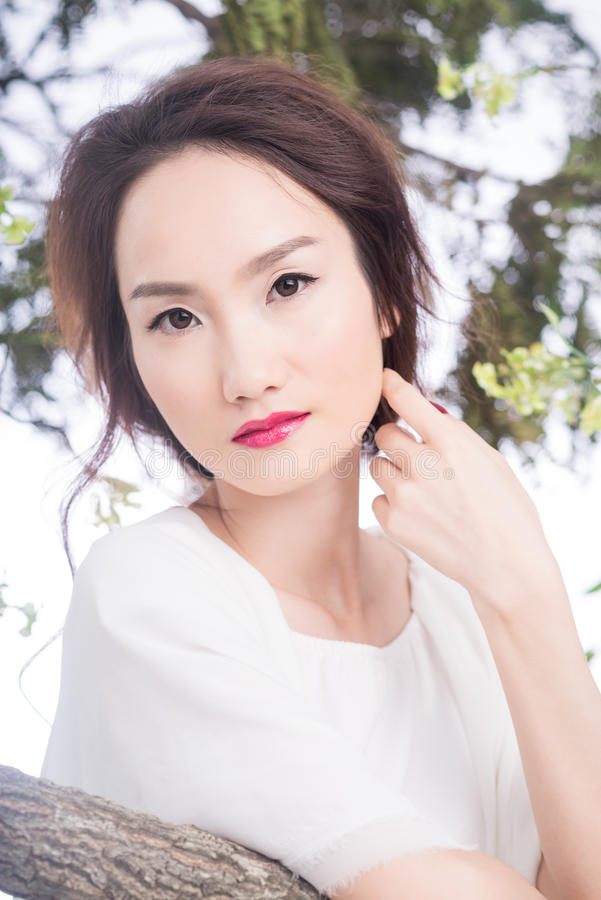Очаровательная китайская невеста стоковое фото rf