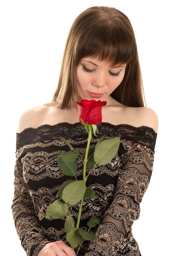 Очаровательная молодая женщина с красной розой стоковые фотографии rf