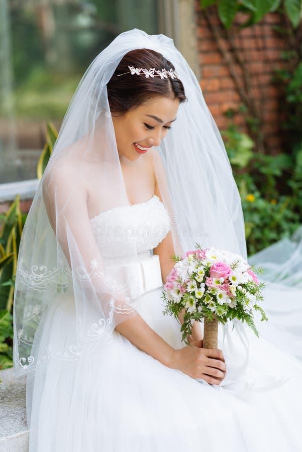 очаровывать невесты стоковые изображения