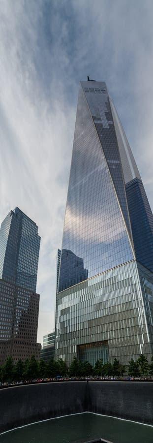Очень большой панорамный вид башни свободы или одного всемирного торгового центра - комплекса в более низком Манхэттене, Нью-Йорк стоковое изображение