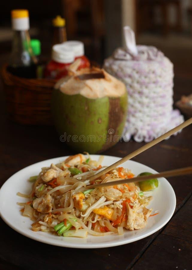 Очень вкусная божественная тайская пусковая площадка тайская с известкой морепродуктов и японской ручкой стоковые изображения