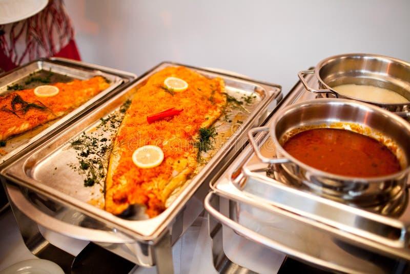 Очень вкусная еда во время торжества как свадьба или другие праздненства стоковое фото rf