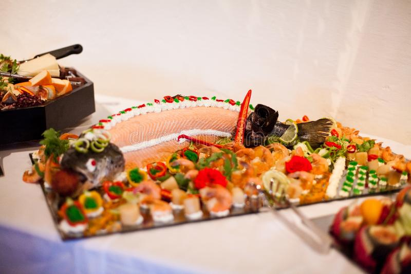 Очень вкусная еда во время торжества как свадьба или другие праздненства стоковые изображения rf
