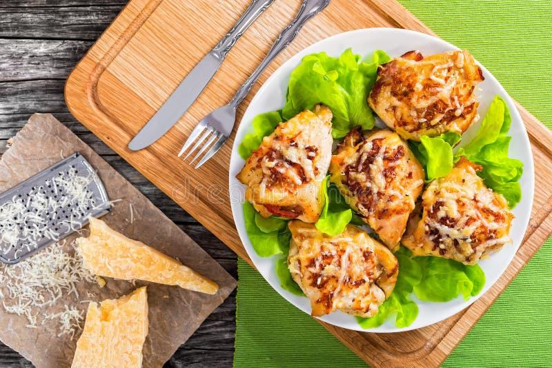 Очень вкусная заполненная куриная грудка испеченная в печи стоковое фото rf