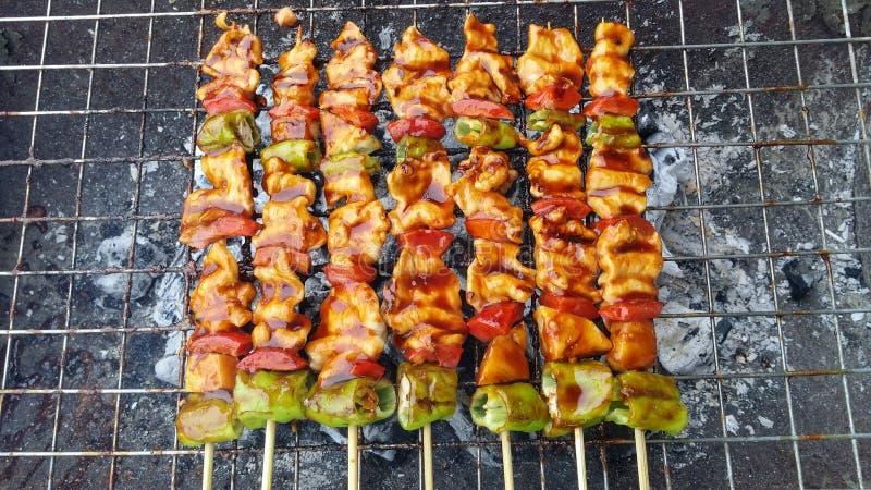 Очень вкусное барбекю свинины на огне стоковые фото