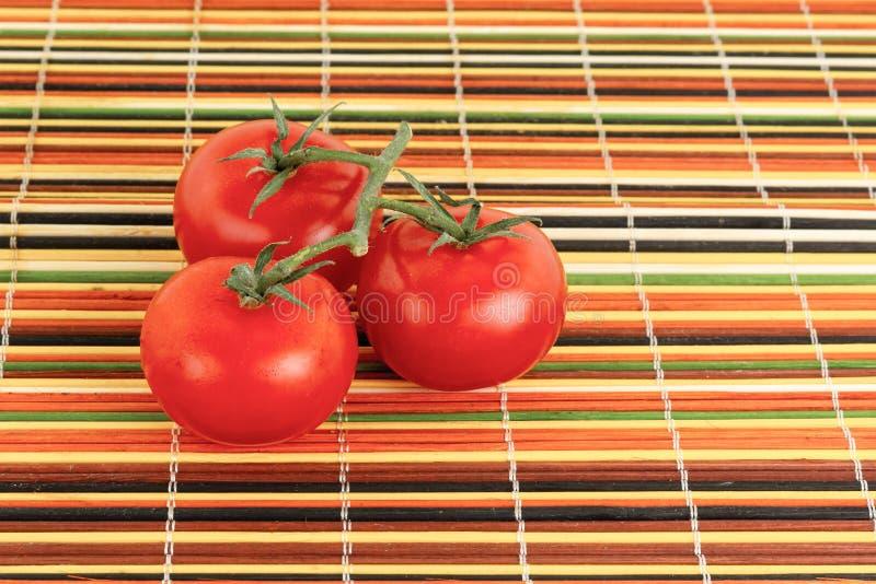 Очень вкусное суккулентных аппетитных томатов красно- томаты основания 3 пиццы томатной пасты стоковая фотография rf