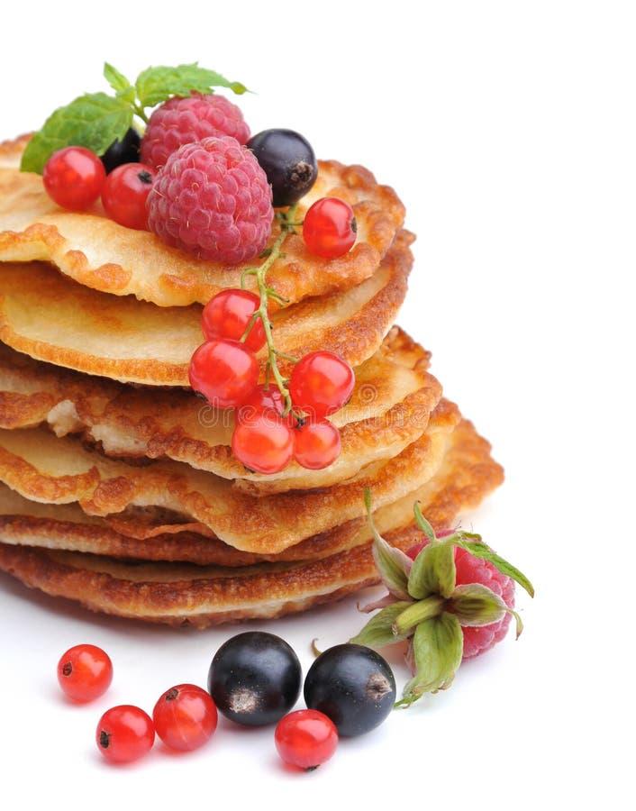 Очень вкусные блинчики с ягодами стоковое фото