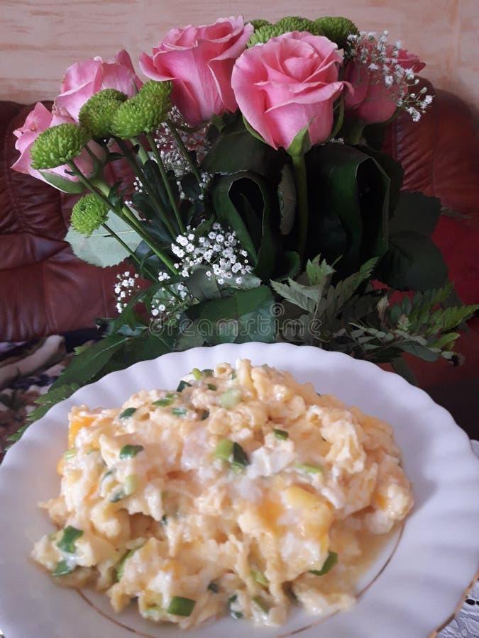 Очень вкусные взбитые яйца в завтраке стоковые изображения