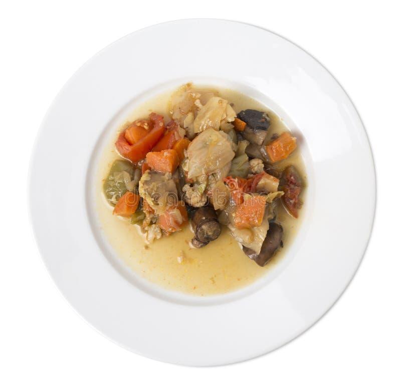 Очень вкусные зажаренные в духовке овощи с мясом в белой плите стоковые изображения rf