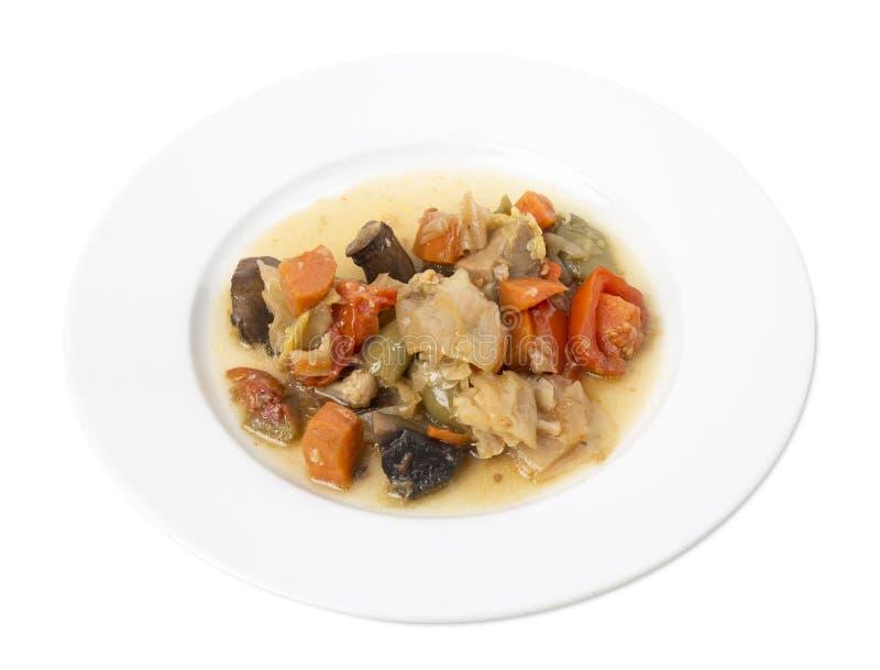 Очень вкусные зажаренные в духовке овощи с мясом в белой плите стоковая фотография