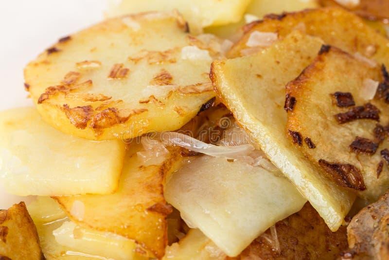 Очень вкусные зажаренные в духовке картошки стоковые фотографии rf