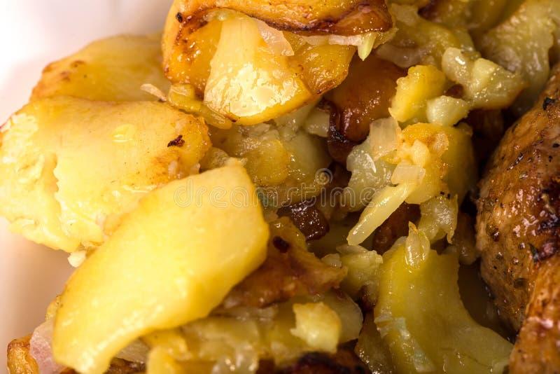 Очень вкусные зажаренные в духовке картошки стоковые изображения rf