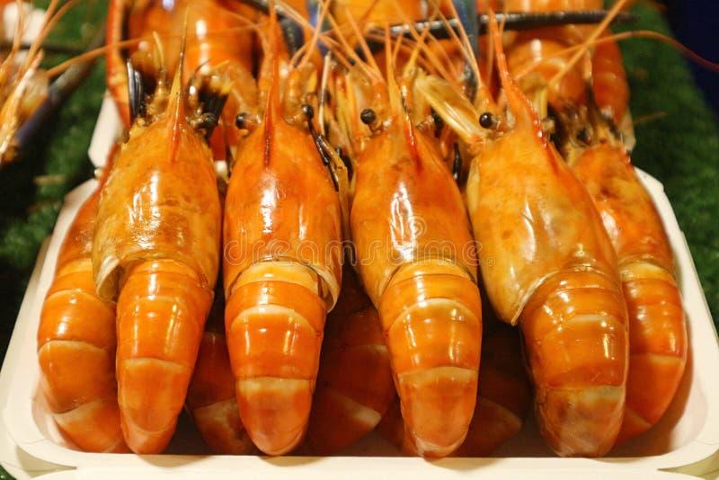 Очень вкусные зажаренные креветки на рынке ночи стоковая фотография rf