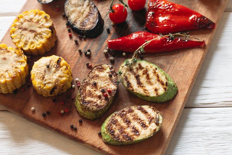 Очень вкусные зажаренные овощи установили взгляд сверху стоковое изображение