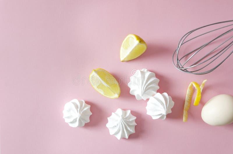 Очень вкусные меренги с вкусом лимона Ингредиенты для варить вкусные меренги стоковые изображения