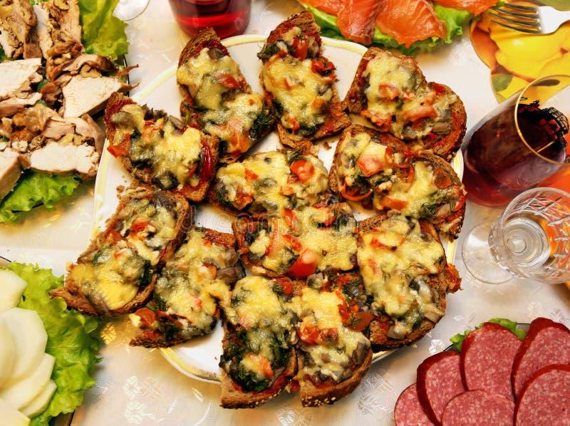 Очень вкусные сандвичи с грибами и сыром стоковые фотографии rf