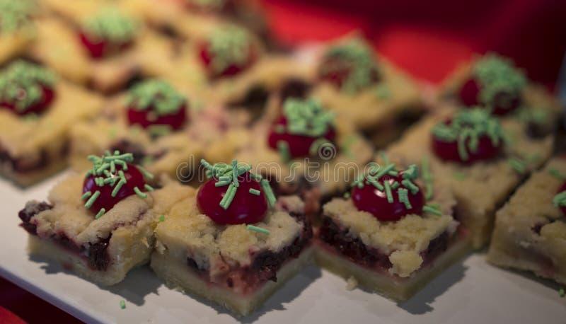Очень вкусные торты помадки стоковые фото