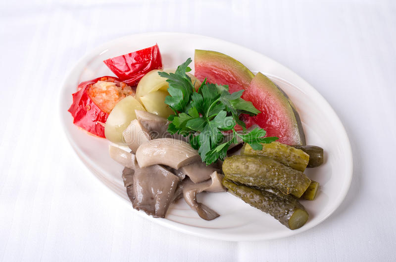 Очень вкусные marinated овощи стоковые изображения rf