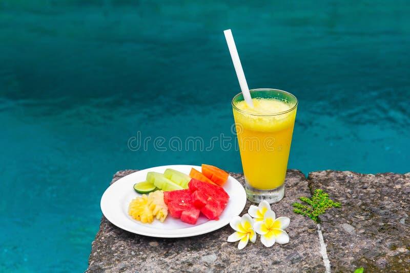 Очень вкусный завтрак свежих фруктов на плите - арбуза, melo стоковая фотография